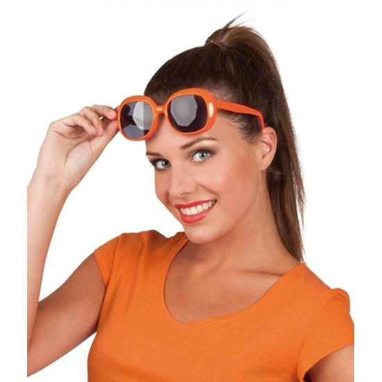 624f94e5c4c499 Oranje bril donkere glazen vierkant